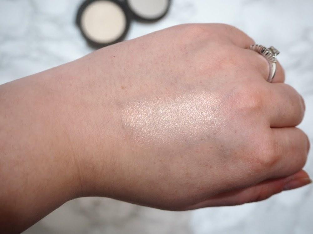 Becca Shimmering Skin Perfector Vanilla Quartz Swatch
