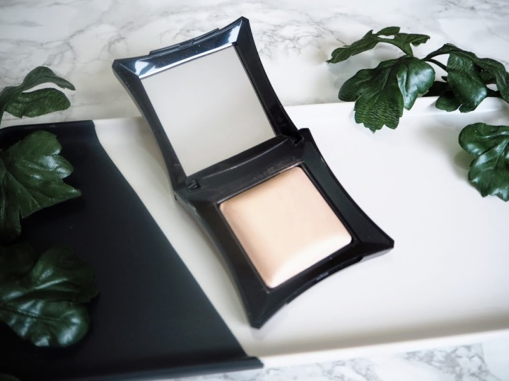 Illamasqua Matte Veil and Beyond Powder OMG | FIRST IMPRESSIONS